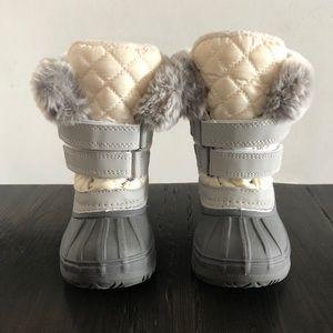 Joe Fresh Toddler Winter Boots Size 6 (White)